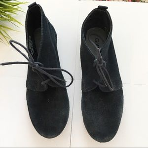 Gap navy suede lace up booties size 6
